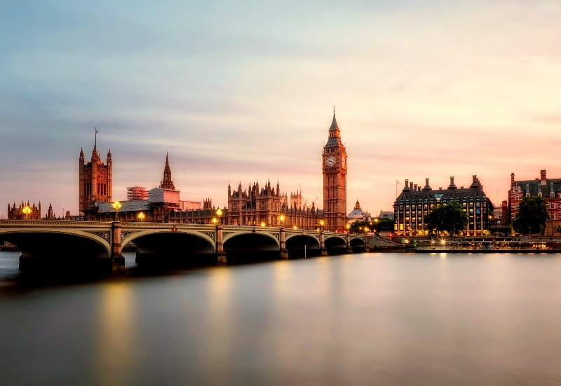 Hire a private jet to the United Kingdom